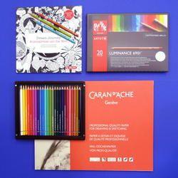 Farbstifte, Zeichenblöcke und Ausmalbücher