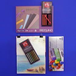 Pastellkreiden, Zeichnungspapier und Skizzenbücher